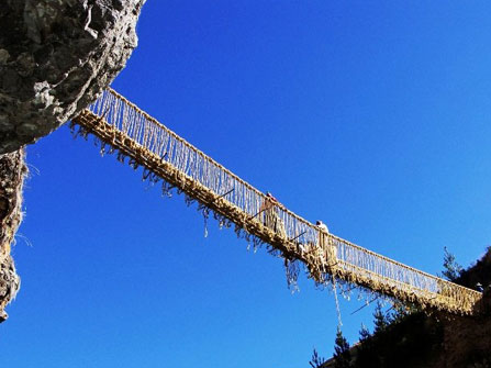 Adventure Tours with Leading Peru Travel Tours: Tour Q'eswachaka Bridge 2Days/1Night,  is located over the Apurimac River.. The best tourist packages in Peru and South America.