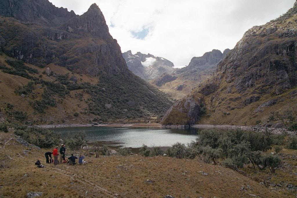 Adventure Tours with Leading Peru Travel Tours: Trek Sacred Valley with overnight in Machupicchu 3Days / 2Nights. The best tourist packages in Peru and South America.
